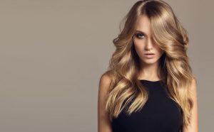 Cada cabello crece un promedio de  cm por mes,